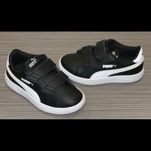 Black and White Pumas